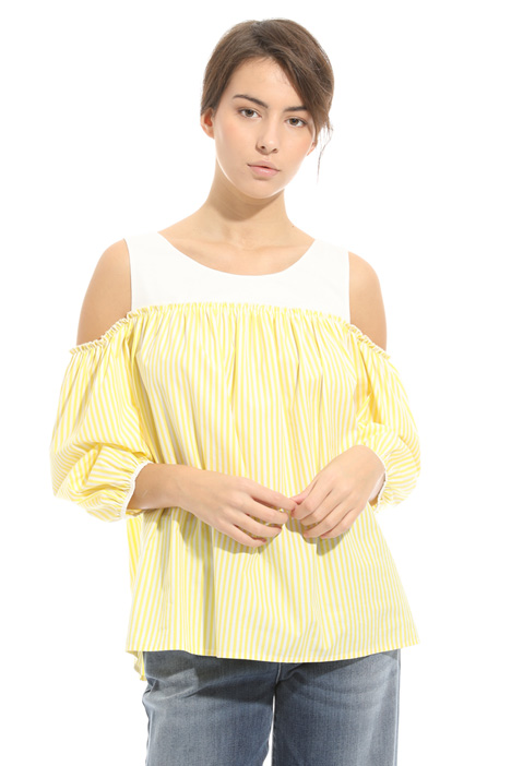 Cold shoulder top Intrend