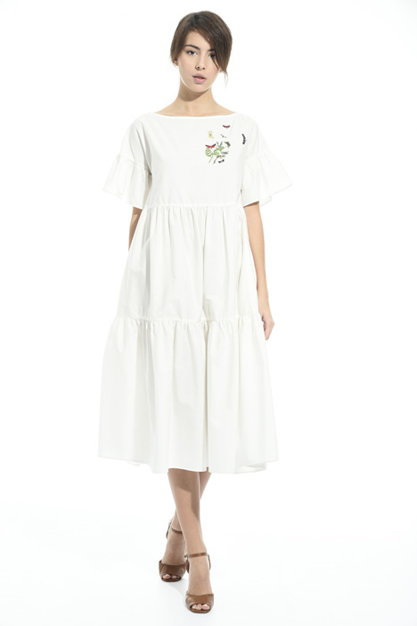 Embroidered dress with flounce Intrend