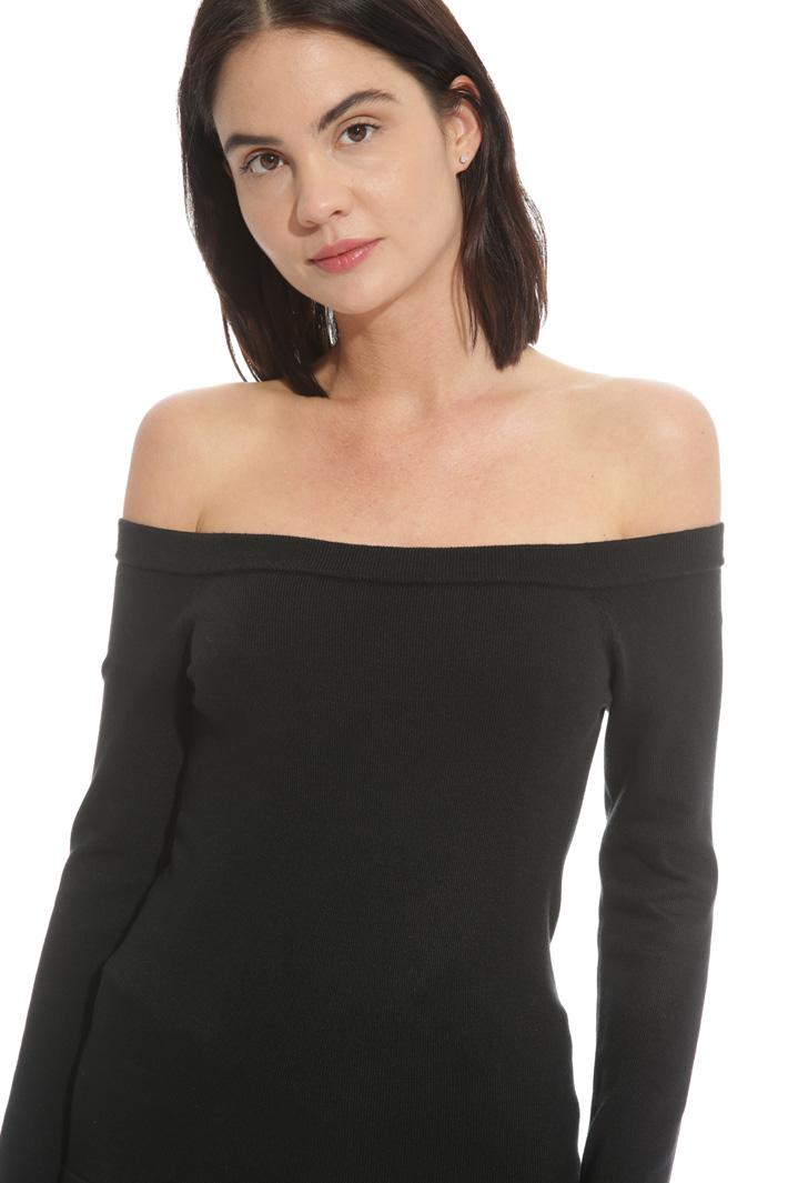 Bardot neckline sweater Intrend