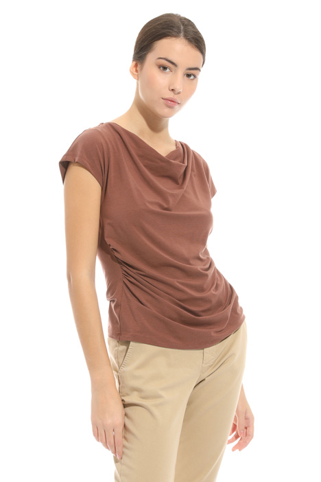 T-shirt con scollo morbido Intrend