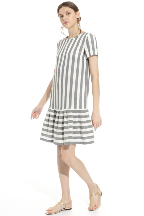 Pleated hem dress Intrend