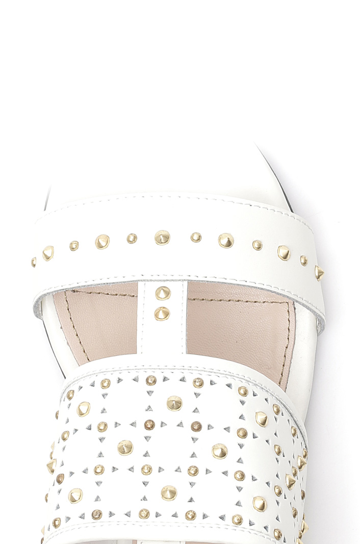 Flat sandal with studs Intrend
