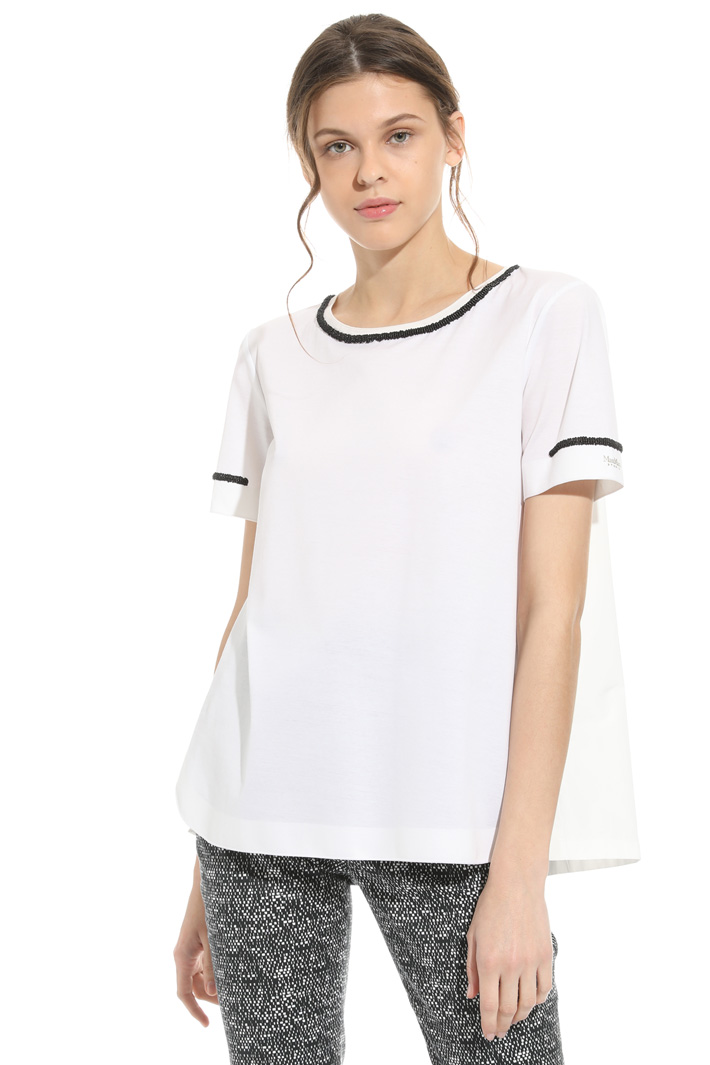 T-shirt in cotone con ricamo Intrend