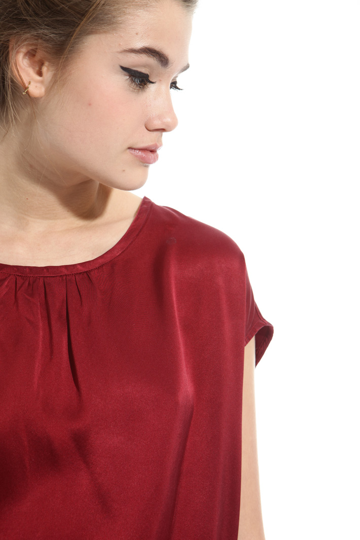 Boxy top in satin Intrend