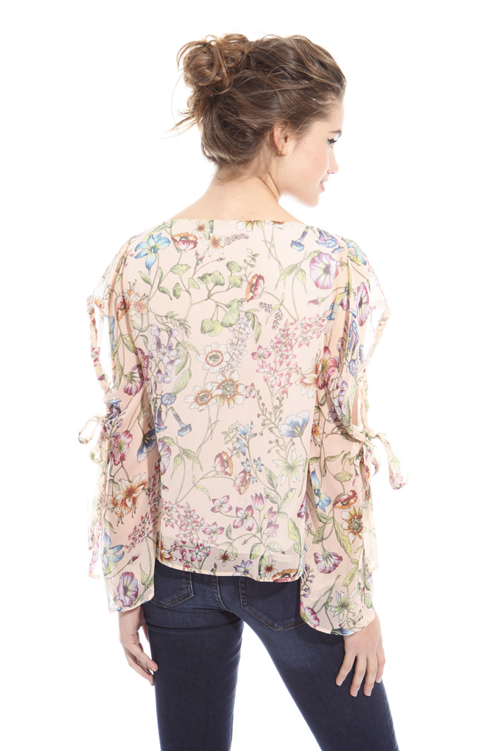 Blusa con cut-out Intrend