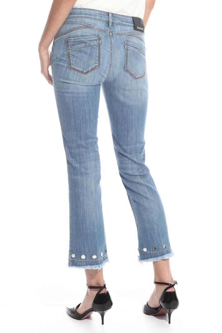 Jeans con borchie applicate Intrend