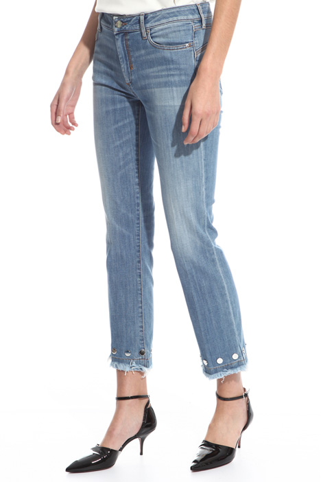Jeans con borchie applicate Intrend