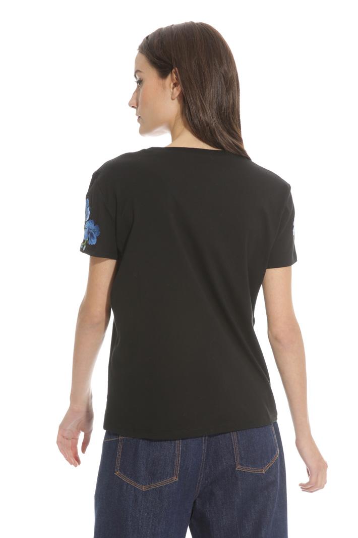 T-shirt con ricami a contrasto Intrend