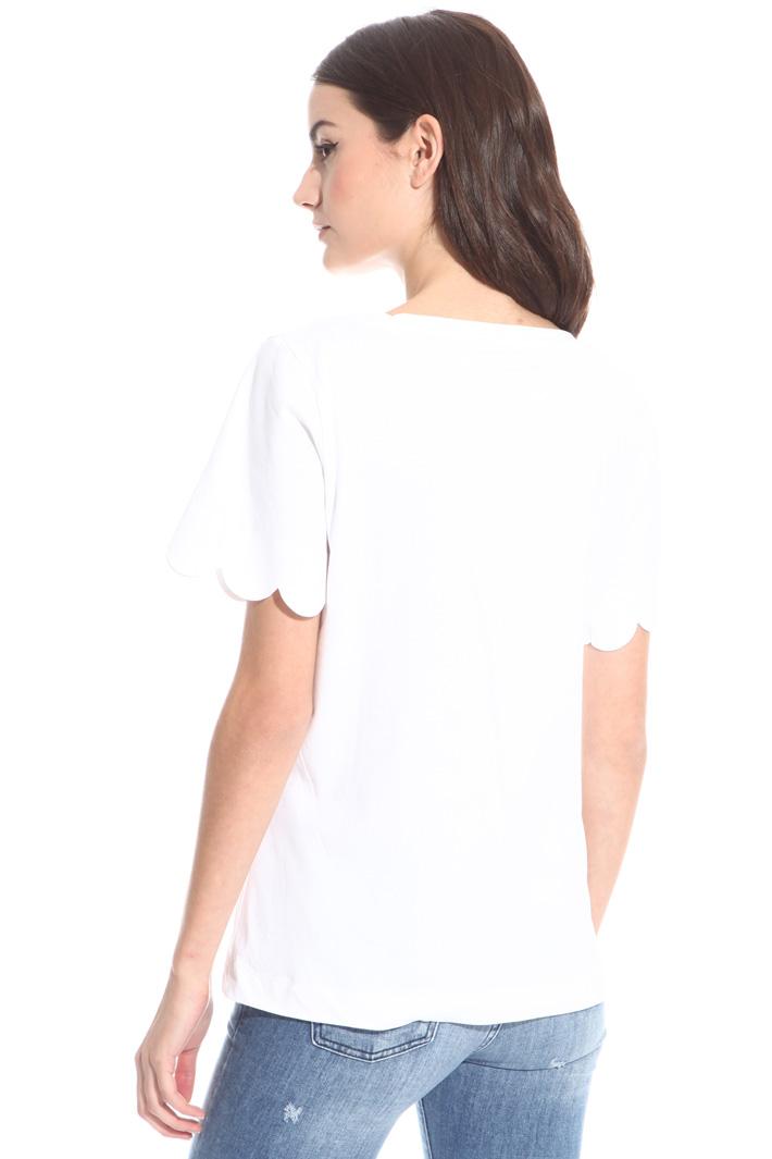 T-shirt con orlo smerlato Intrend
