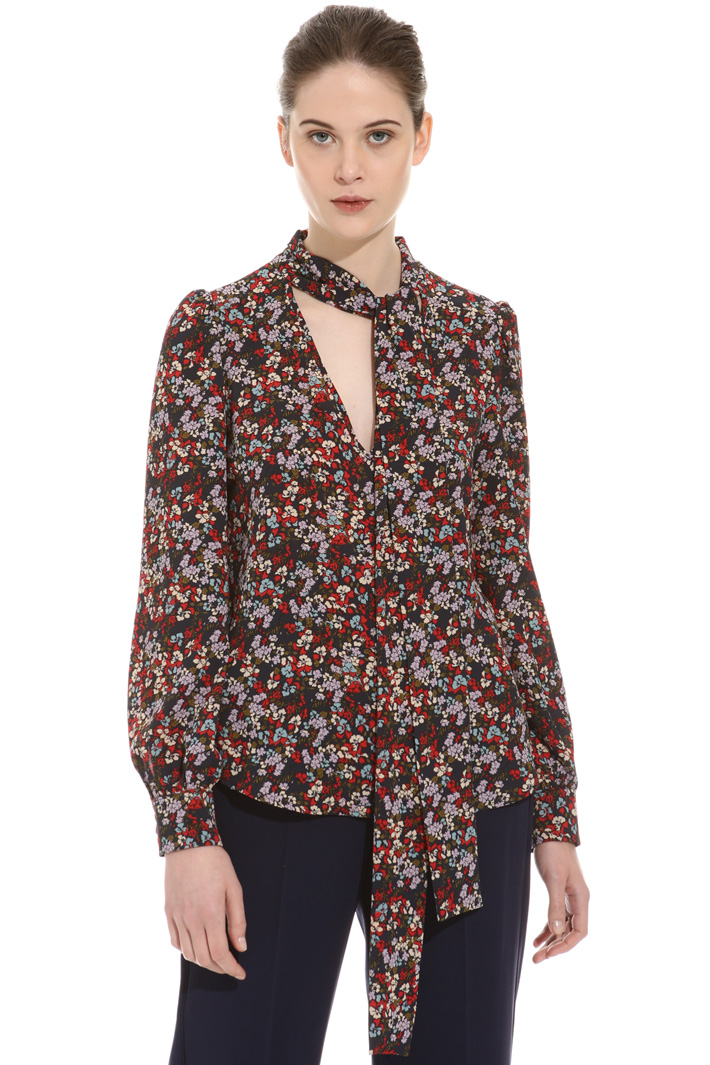 Scarf-neck blouse Intrend