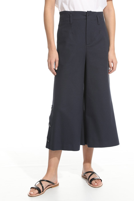 Cropped trousers with buttons Intrend