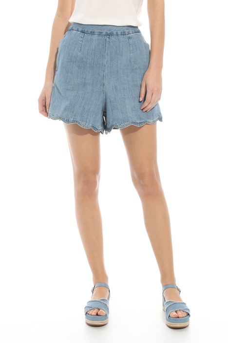Scalloped hem shorts Intrend
