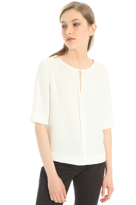 Teardrop neckline shirt Intrend