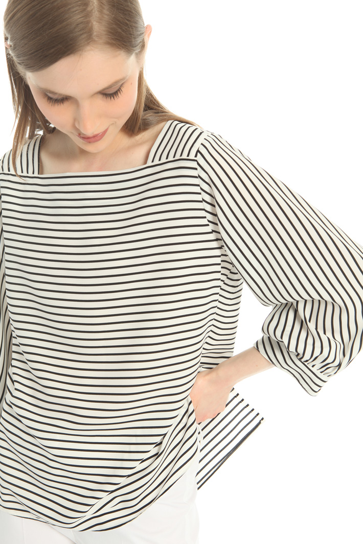 Rounded sleeve blouse Intrend