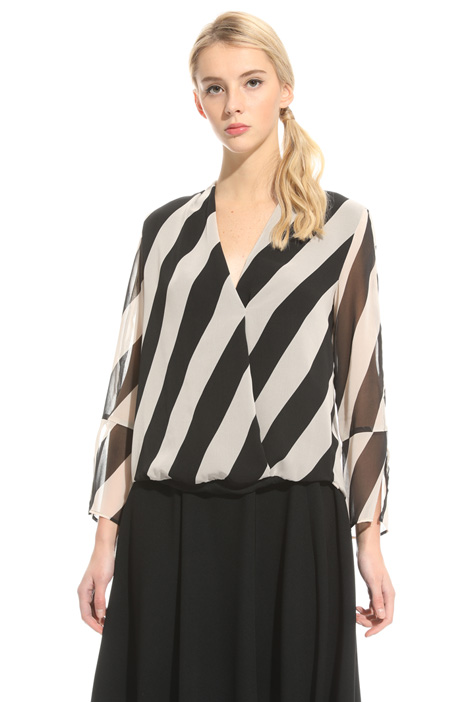 Surplice neckline blouse Intrend