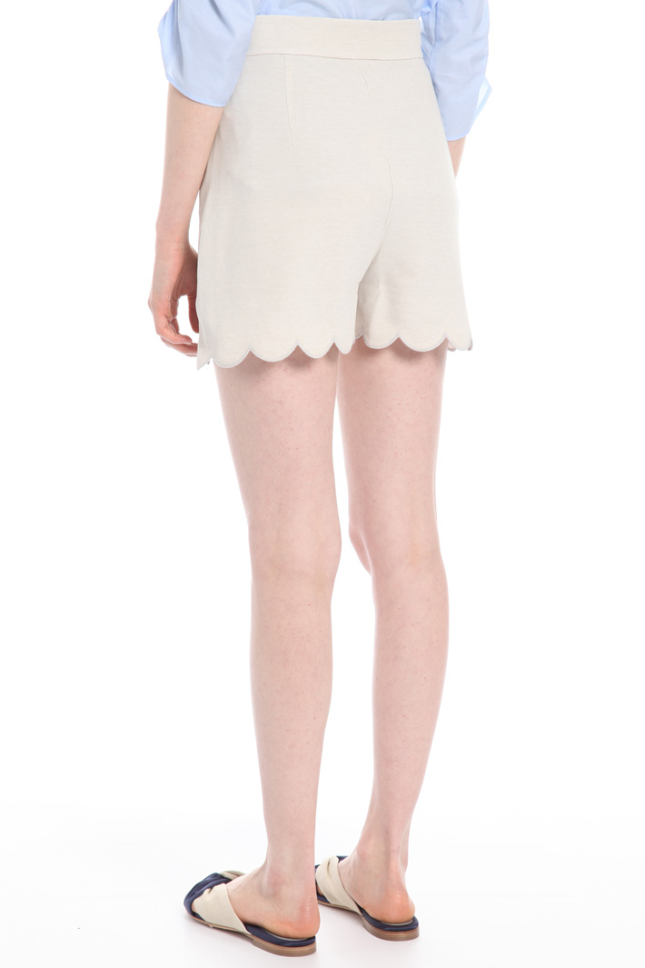 Shorts with scalloped hem  Intrend