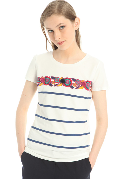T-shirt in cotone con ricami Intrend