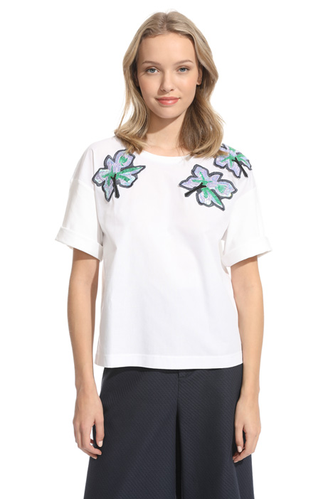 T-shirt con ricami patch Intrend