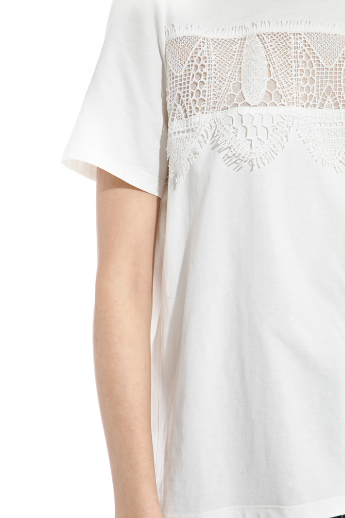 Lace patch T-shirt Intrend