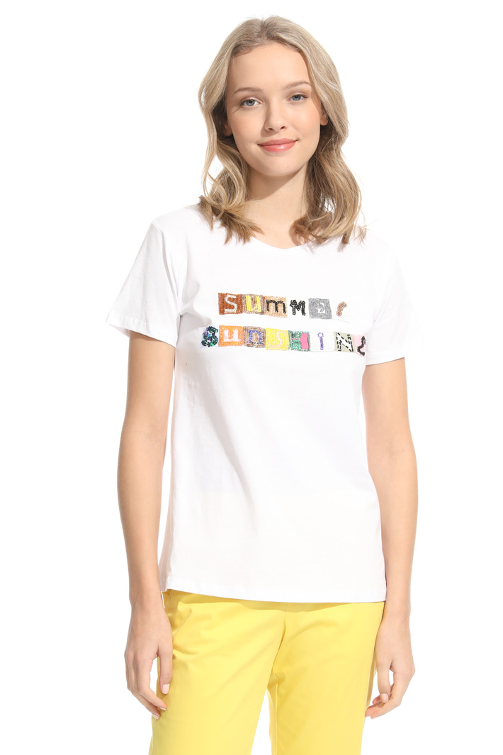 T-shirt con patch Intrend