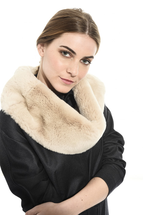Short fur cape in lapin Intrend