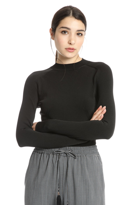 Sweater with back opening Intrend
