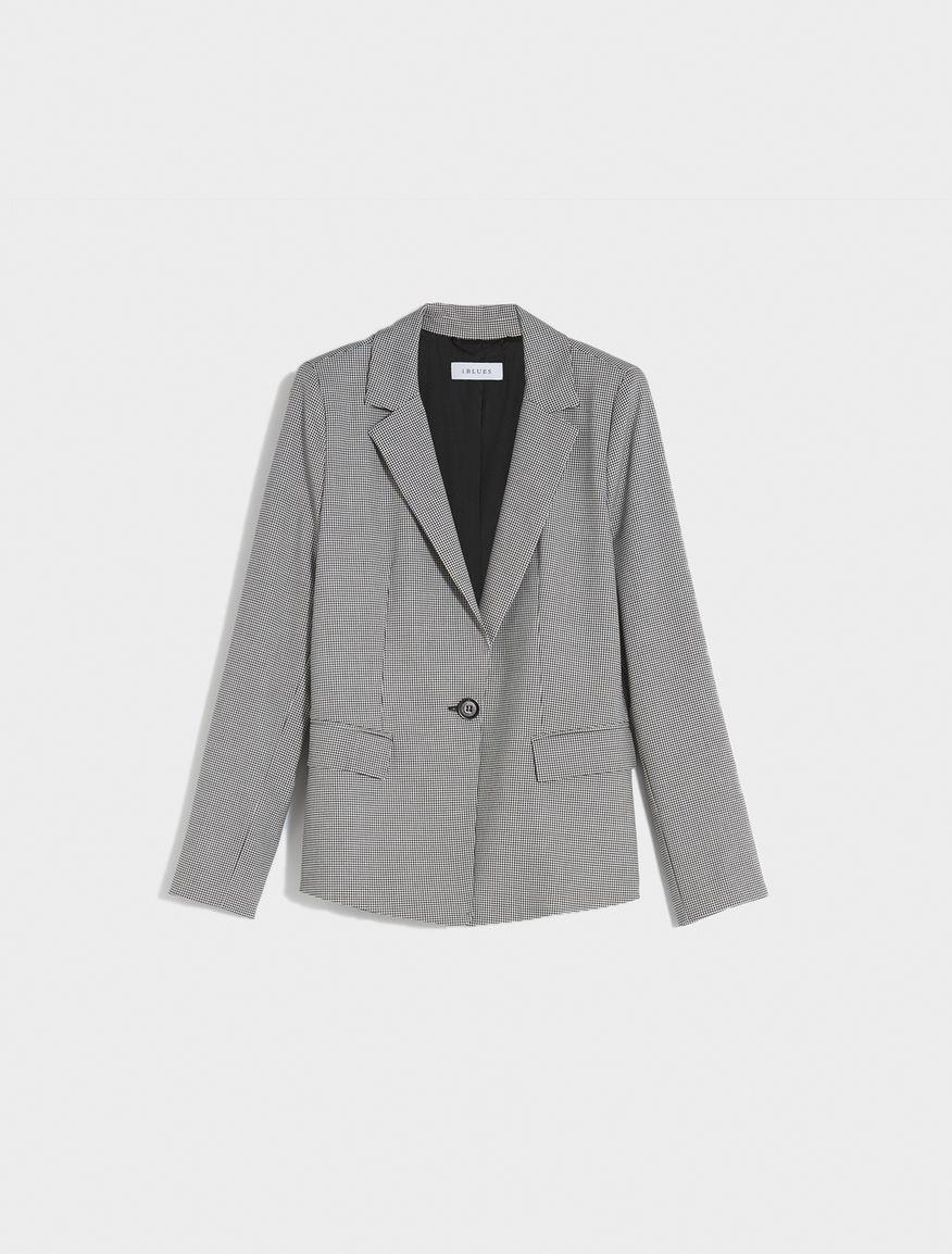 Semi-fitted blazer