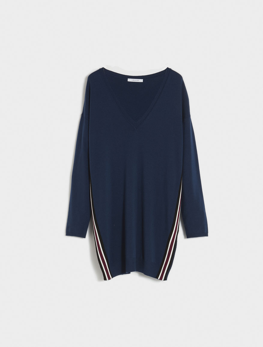 Jumper with contrasting stripes