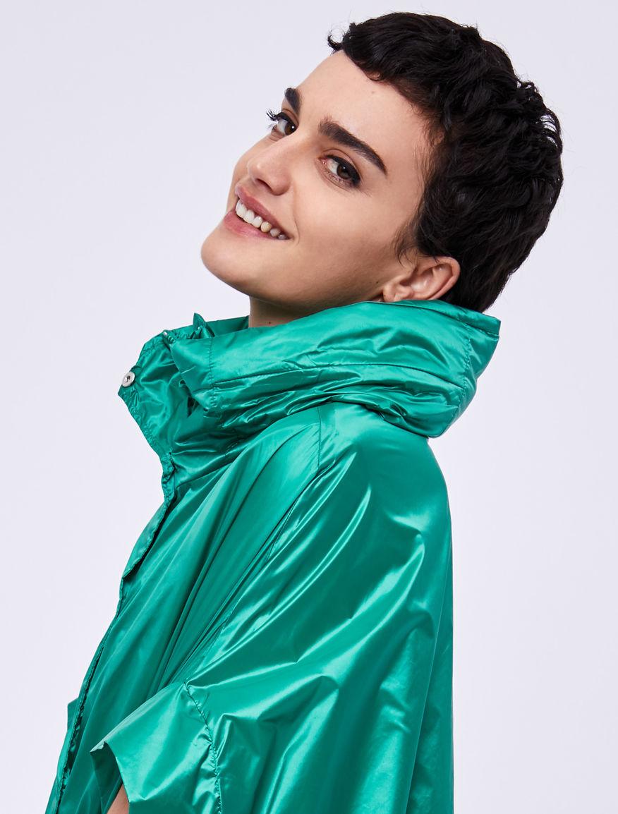 Water-repellent cape Marella