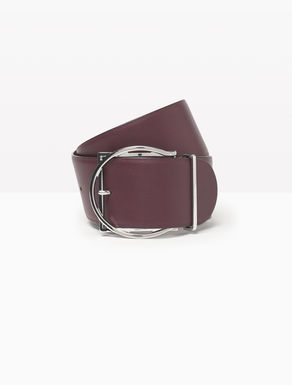 Leather belt with sculpted buckle
