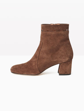 Leather ankle boots with cut-out