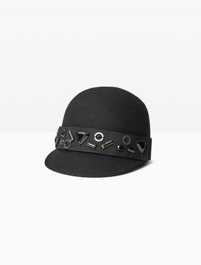 Hat with detachable decoration