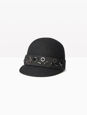 Chapeau à décoration amovible