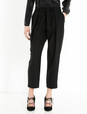Pleated trousers with belt