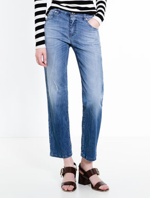 Lightweight straight-fit jeans