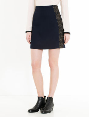 Crêpe skirt with lace