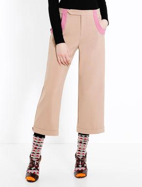 Pantaloni con profili a contrasto
