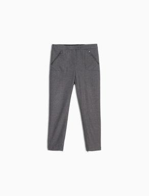 Pantaloni slim a microfantasia