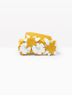 Cinturón de piel con flores aplicadas