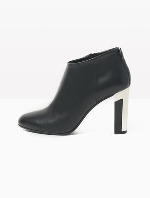 Ankle boots with inlaid heel
