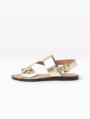 Sandales plates à gros œillet