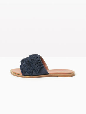 Slippers de denim con borlas