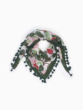 Fular de seda con borlas