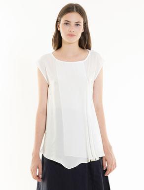 Fluid blouse with flounce