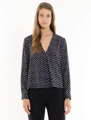 Fluid blouse with polka dots