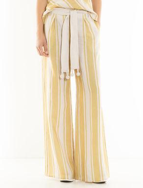 Pantalón de lino con detalles croché
