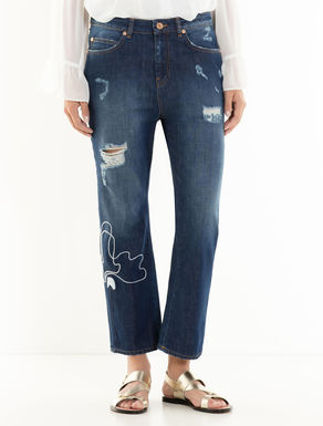 Boyfriend-fit jeans with embroidery
