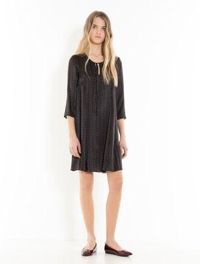 Kleid aus Seidensatin mit Sternchen