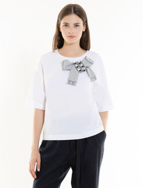 Embellished T-shirt with appliqués