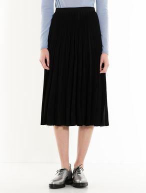 Fluid fabric pleated skirt